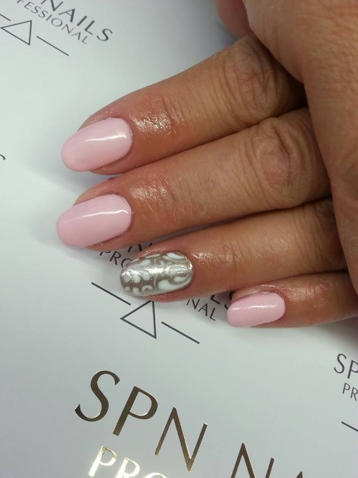 manicure srebrno rozowe
